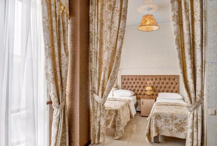 Pogostite.ru - Отель Наири | Nairi Hotel | Волгоград | р. Волга | Парковка #10