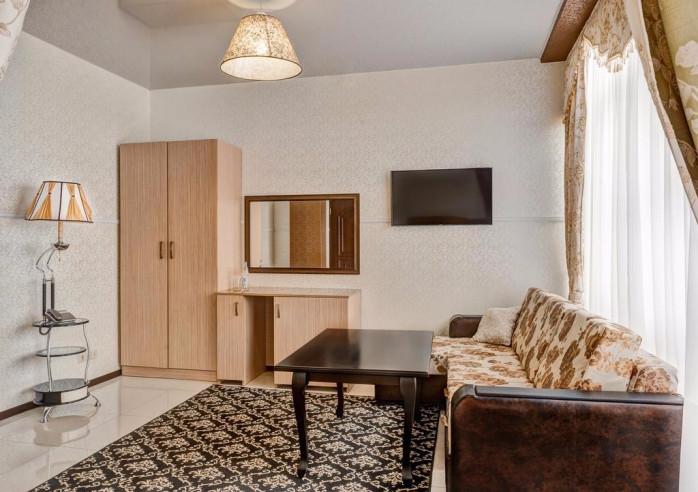 Pogostite.ru - Отель Наири | Nairi Hotel | Волгоград | р. Волга | Парковка #1