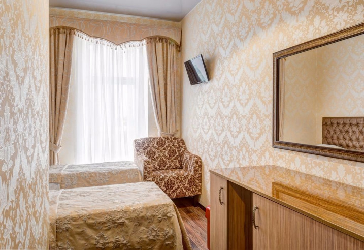 Pogostite.ru - Отель Наири | Nairi Hotel | Волгоград | р. Волга | Парковка #13