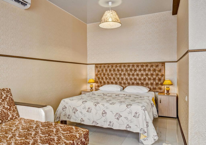 Pogostite.ru - Отель Наири | Nairi Hotel | Волгоград | р. Волга | Парковка #3