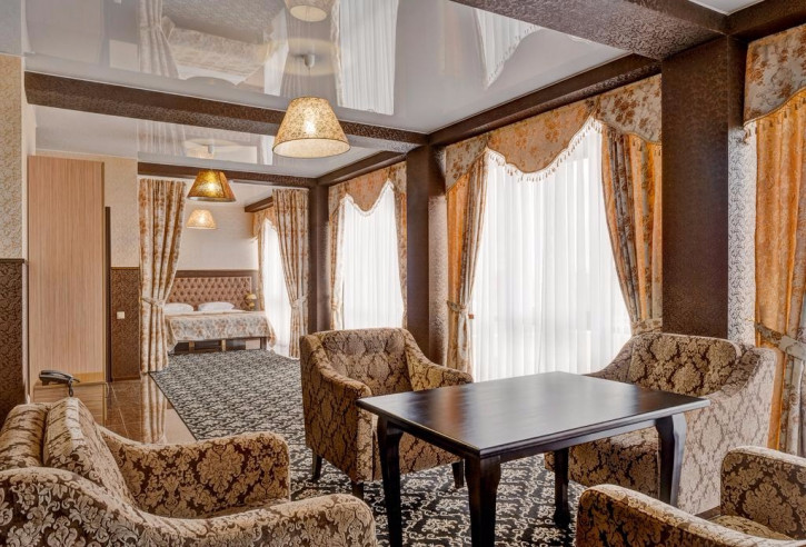 Pogostite.ru - Отель Наири | Nairi Hotel | Волгоград | р. Волга | Парковка #11