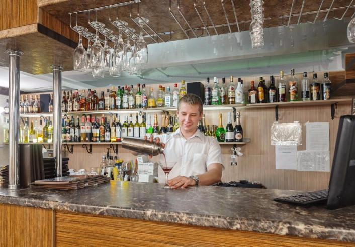 Pogostite.ru - Отель Наири | Nairi Hotel | Волгоград | р. Волга | Парковка #4