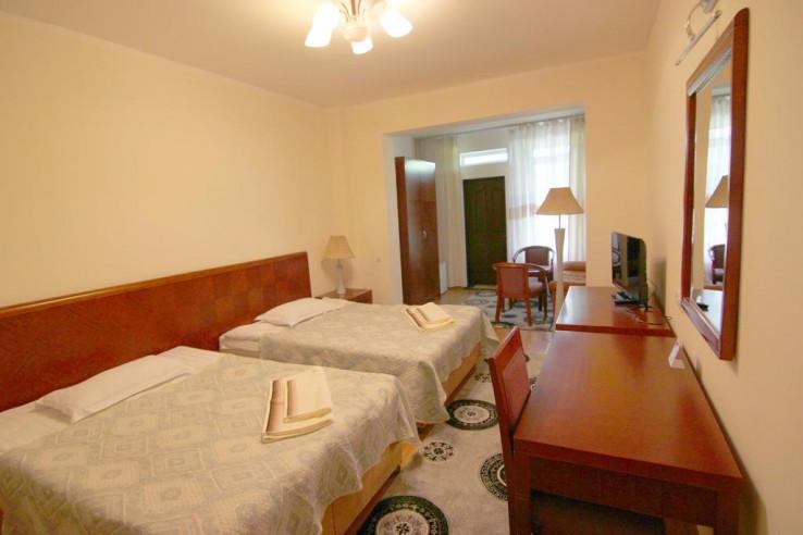 Pogostite.ru - Talisman Village Hotel | Талисман | Бостери | о. Иссык-Куль | Парковка #12