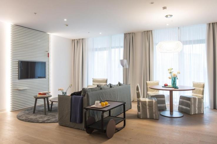 Pogostite.ru - Crystal House Suite Hotel & SPA | Кристалл Хаус Сьют Хотел & Спа | Калининград | Парковка #12