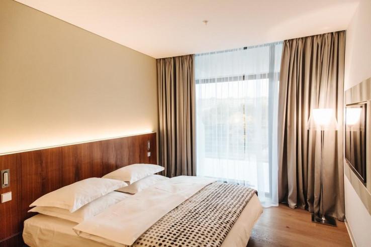 Pogostite.ru - Crystal House Suite Hotel & SPA | Кристалл Хаус Сьют Хотел & Спа | Калининград | Парковка #15