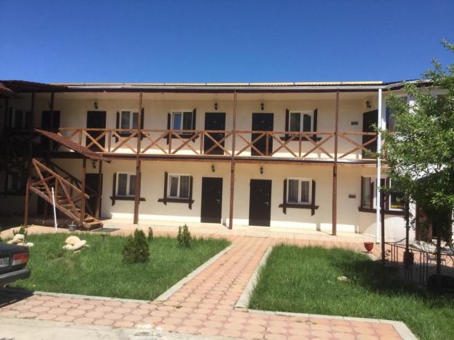 Pogostite.ru - Guama Guest House | Гостевой дом Гуама | Парковка #2