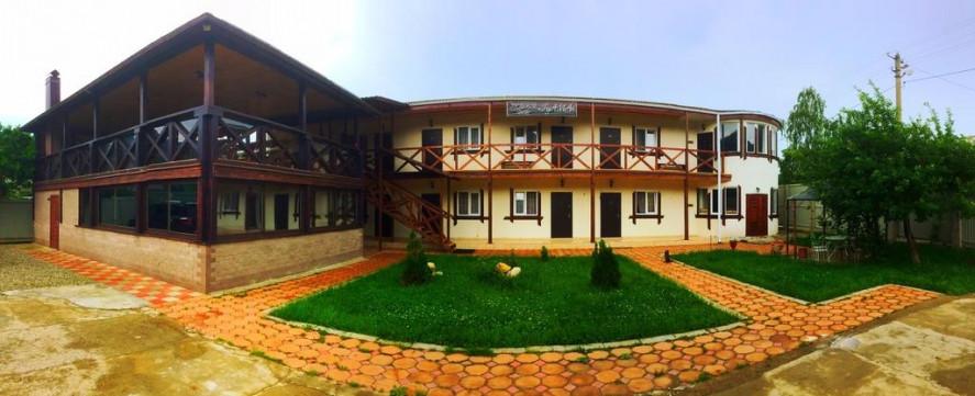 Pogostite.ru - Guama Guest House | Гостевой дом Гуама | Парковка #4
