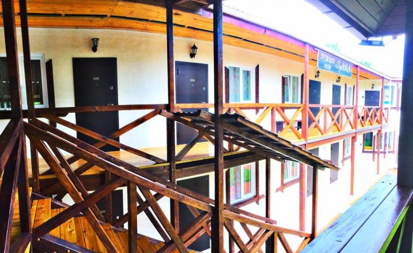 Pogostite.ru - Guama Guest House | Гостевой дом Гуама | Парковка #7