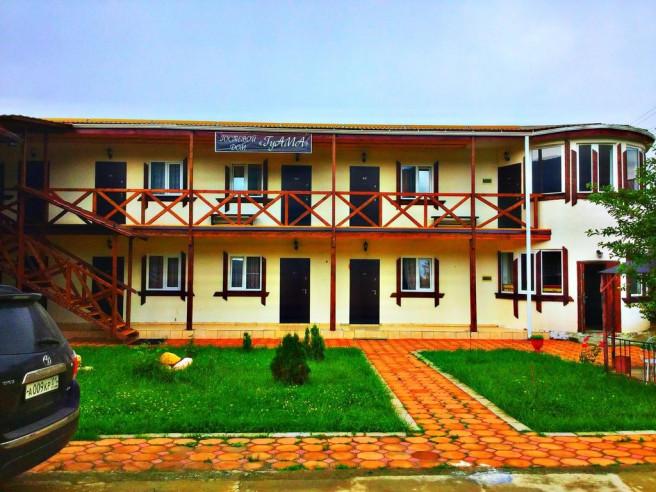 Pogostite.ru - Guama Guest House | Гостевой дом Гуама | Парковка #1