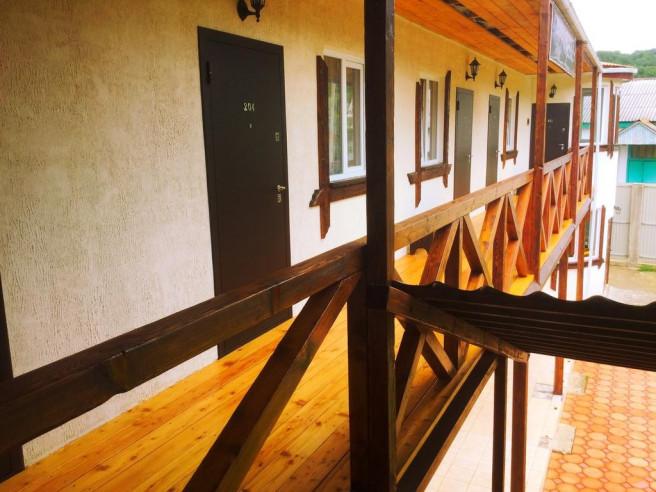 Pogostite.ru - Guama Guest House | Гостевой дом Гуама | Парковка #6
