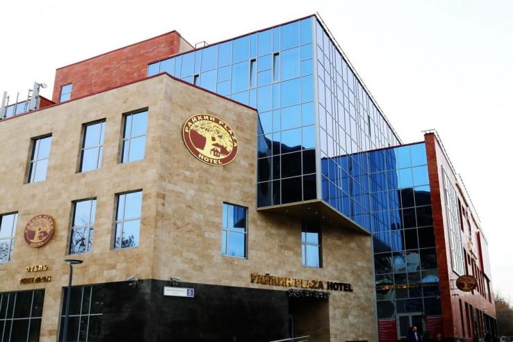 Pogostite.ru - Райкин Plaza Hotel | м. Марьина роща | Парковка #1
