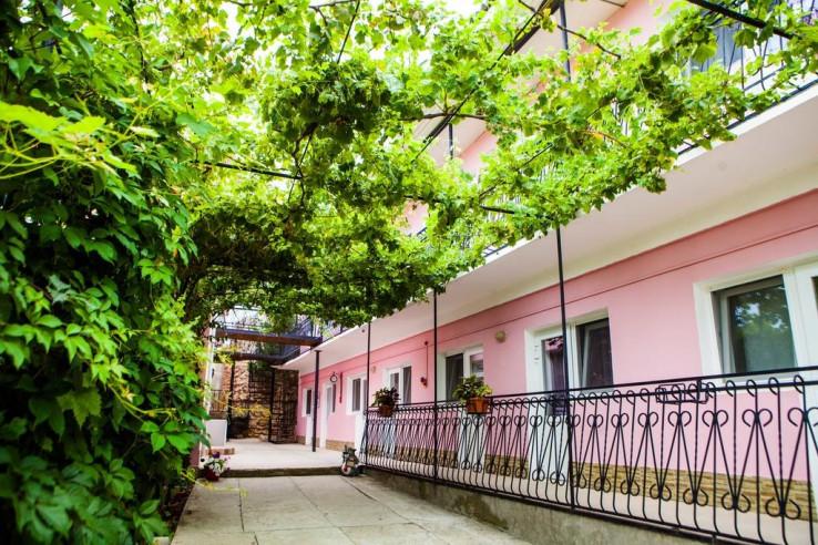 Pogostite.ru - Гостевой дом Башня | Севастополь | Парковка #4