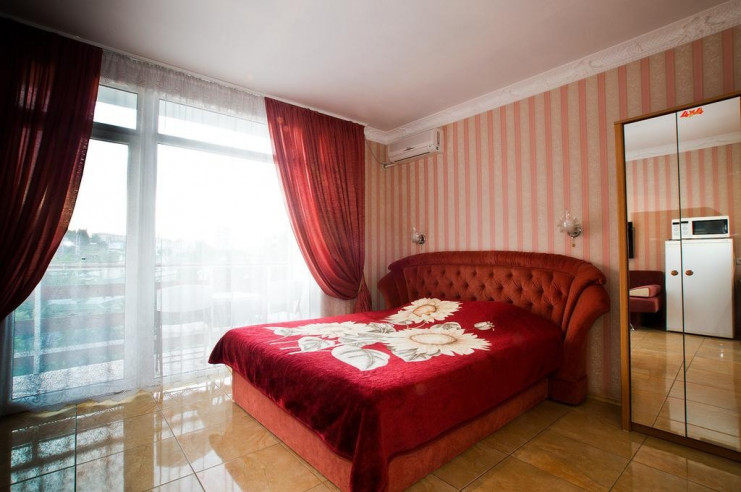 Pogostite.ru - Гостевой дом Багира | Севастополь | Парковка #17