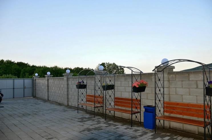 Pogostite.ru - Гостевой Дом Веранда   Зеленая Поляна   Парковка #6