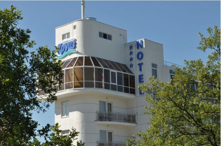 Pogostite.ru - КРУИЗ - СЕТЬ КОМПАСС | г. Геленджик | 1 линия | рядом аквапарк | парковка #1